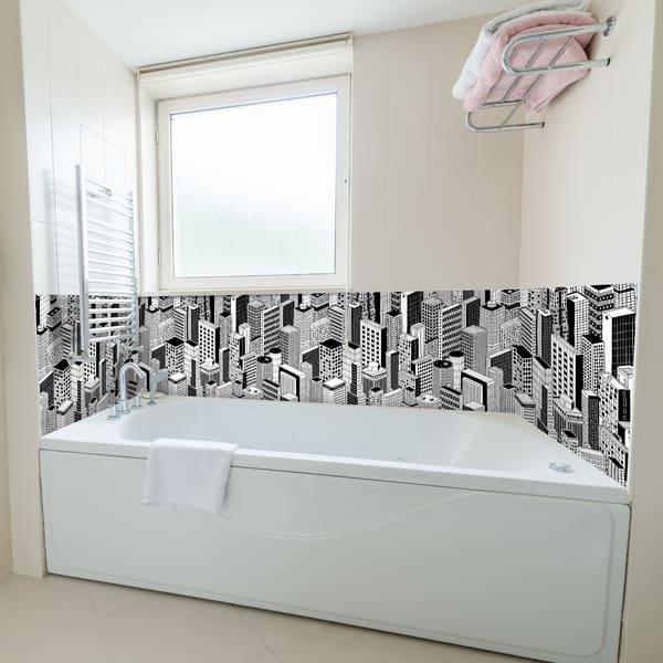 embellissement salle de bains, crédence skyscraper sur-mesure, ambiance urban chic