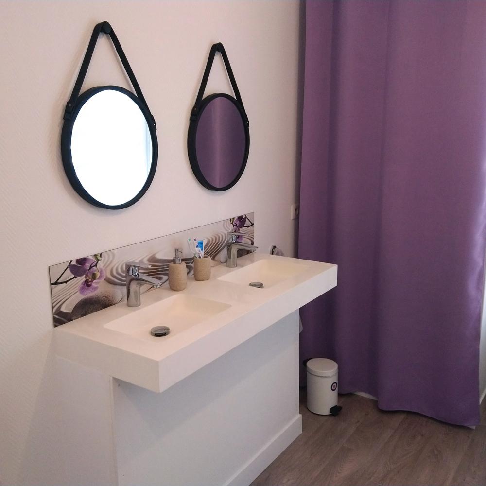 Décoration murale double vasques salle de bains, ambiance zen
